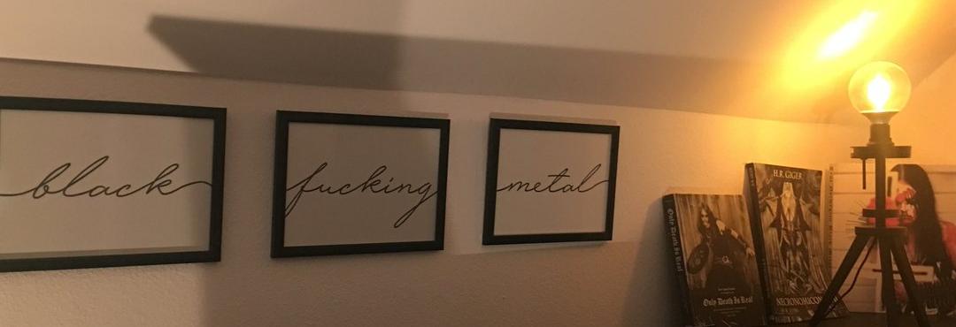 Black Metal fürs Wohnzimmer